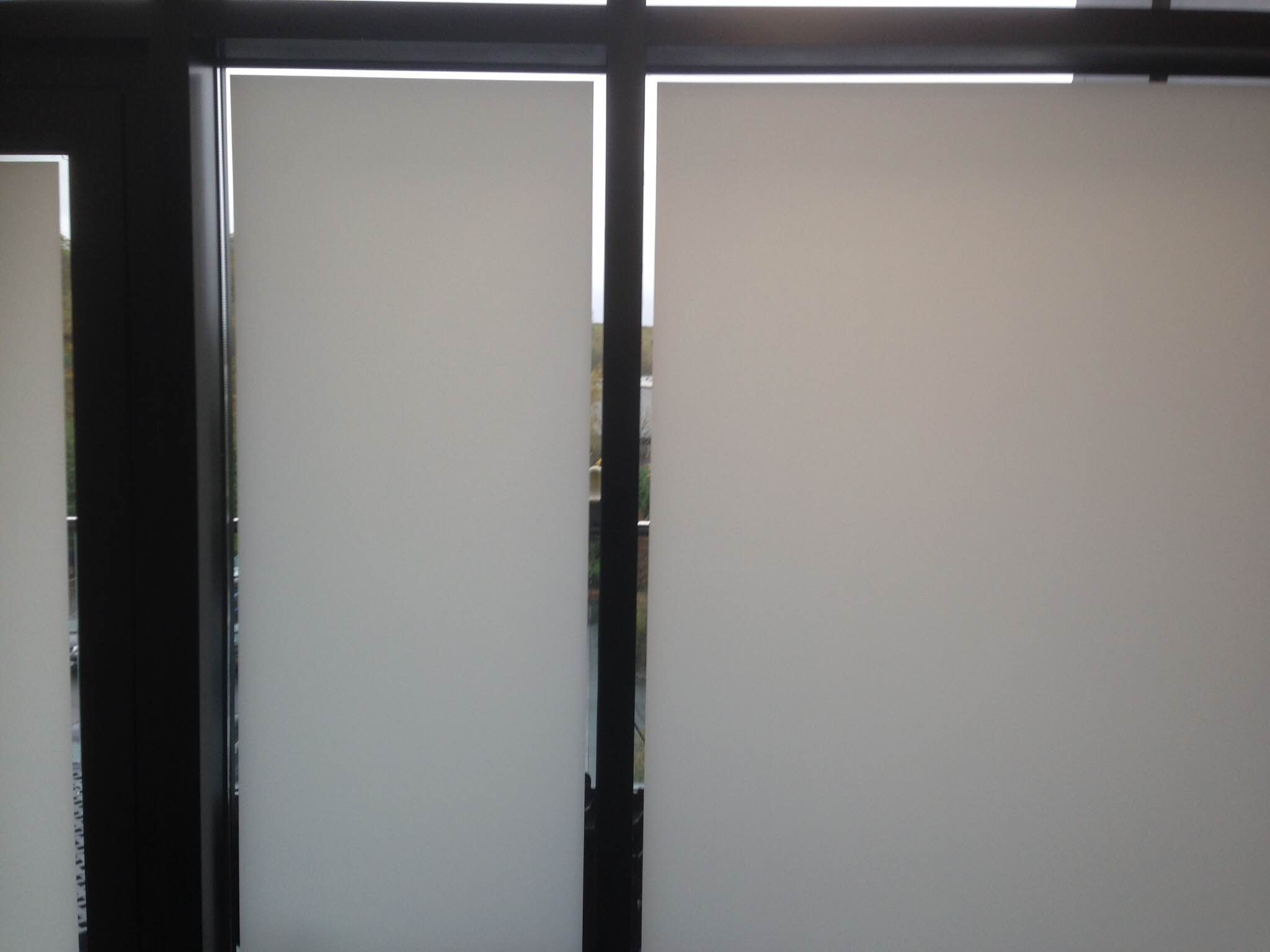 Full frosting with a clear border, for use in areas where 90% privacy is required, the clear border allows people to see out very clearly at the edges of the glass, however the film ` floats` in the middle of the glass and from the out side you can only see very limited areas into the room, this is very popular in rooms where privacy and light is required, but takes away the enclosed feeling of a full frosted window.